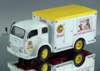 Danbury Mint Die cast truck 1955 Borden Milk Truck