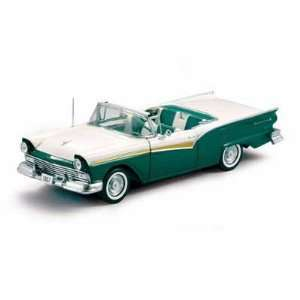 1957 Ford Fairlane Skyliner 1/18 Cumberland Green Toys